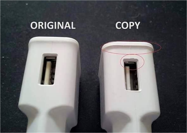 How the USB port looks like on the original and fake charger